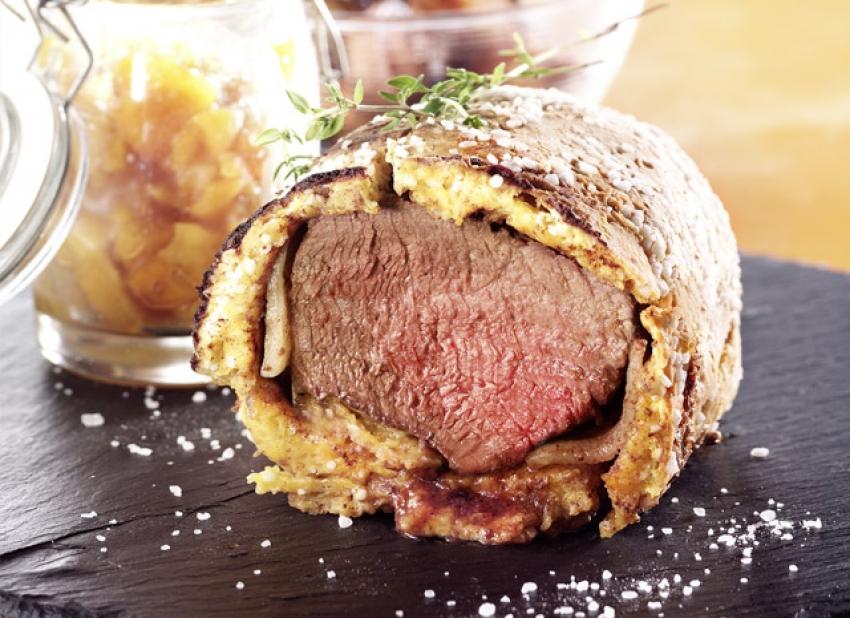 Filet de boeuf en croûte de sel, patates douces épicées