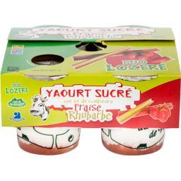 Yaourt sucré sur lit Fraise/Rhubarbe.