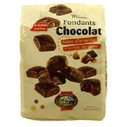 Mini fondants chocolat éclats d'amandes et de noix de pécant