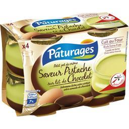 Petit pot de crème saveur pistache sur lit de chocolat