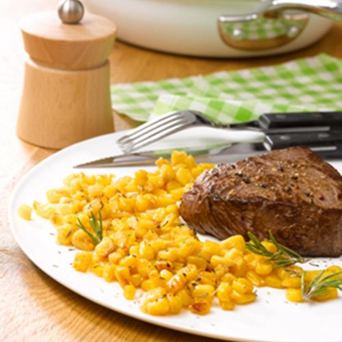 Rumsteck juste grillé, poêlée de maïs au sel de Guérande, herbes et Parmesan