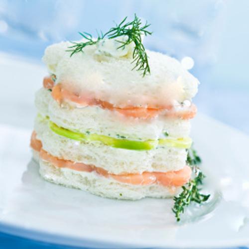 Millefeuilles de Saumon fumé sur son lit de crème légère de Normandie & citron/aneth