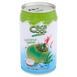 Woda z wnętrza kokosa z kawałkami kokosa