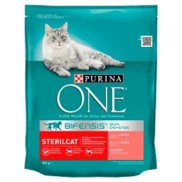 Sterilcat Pełnoporcjowa karma dla dorosłych kotów bogata w łososia i pszenicę